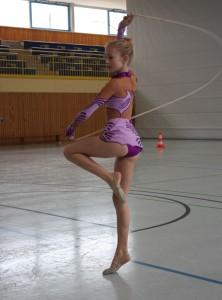 Julia Tolksdorf bei ihrer Kür-Übung mit dem Seil